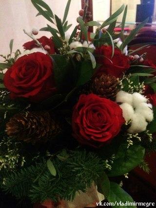 Цветы для любимого артиста. Михаил Задорнов во Владимире 14.12.2014 http://vk.com/wall-33973900_6478