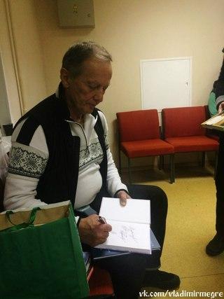 Михаил Задорнов подписывает книги своему другу Владимиру Мегре. Михаил Задорнов во Владимире 14.12.2014 http://vk.com/wall-33973900_6478