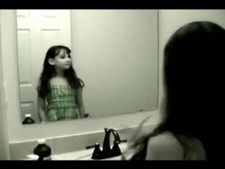 Страшная девочка-призрак в зеркале