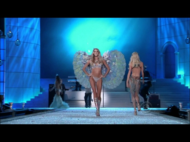 Maroon 5 -Moves Like Jagger- on THE VICTORIAS SECRET FASHION SHOW 2011 (FULL HD Version)