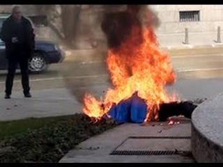 В Болгарии женщина устроила самосожжение перед резиденцией президента