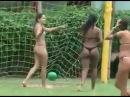 женский футбол играют голыми