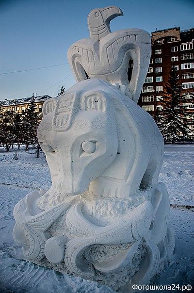 Выставка снежных фигур на набережной.