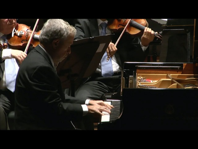 Schumann Piano Concerto - Nelson Freire, Piano Live Concert HD