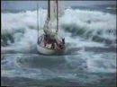 Яхта в шторм.
