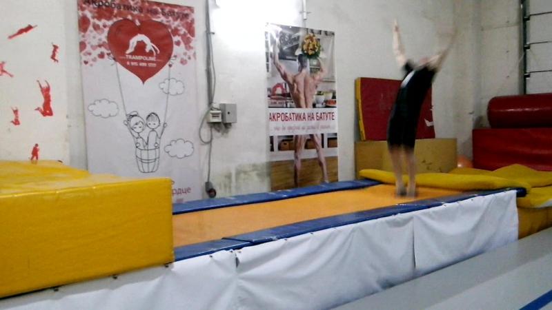 Акробатика занятия на батуте. vk.com/trampolinemsk trampoline.msk.ru/ 8 915 499 1777