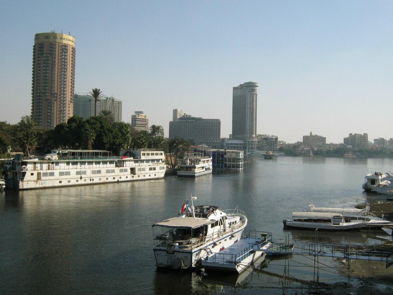 Вид на Каир с моста через Нил