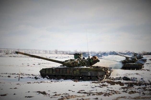 Народная милиция Луганска провела предновогодние учения с танками и средствами ПВО (ФОТО)