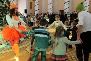 Кремлевская елка зажглась для детей Луганской Народной Республики (ФОТО)