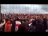 Алматинцы поют песню Отан Ана - Батырхана Шукенова
