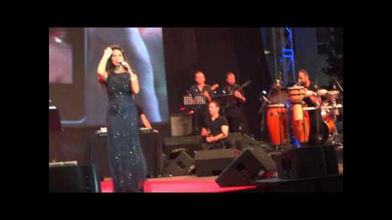 Elissa As3ad Wa7da Live in Concert at Beirut Souks