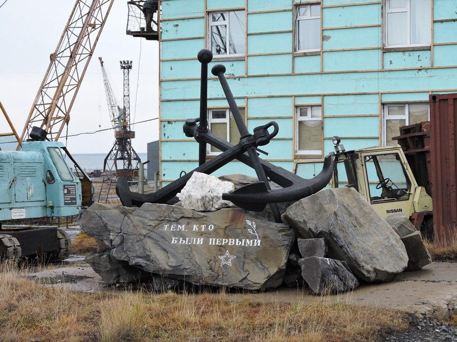 памятник в Тикси