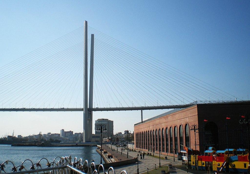 Владивосток. Мост через бухту Золотой Рог, парк-променад Дальзавода