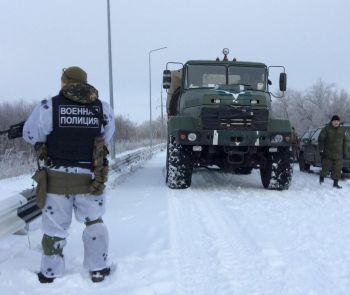 «Киборги» из донецкого аэропорта проходят ротацию под надзором донецкой военной полиции (ФОТО)