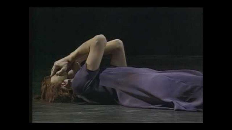 Smoke, choreographed by Mats Ek, performed by Sylvie Guillem e Niklas Ek, music by Arvo Pärt