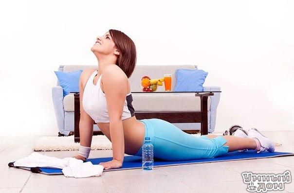 Упражнения для восстановления позвоночника Нижеприведенный комплекс упражнений для позвоночника разработан Полем Брэггом. В него входят пять основных упражнений. Они оказывают различное воздействие на тот или иной отдел позвоночного столба. Их необходимо выполнять все в течение одного тренировочного занятия. Между упражнениями делайте перерыв на отдых. Приступая к выполнению упражнений для позвоночника, следует руководствоваться следующими правилами: 1) не прилагайте резких усилий к утратившим…