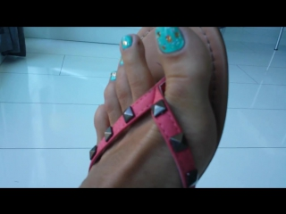 Foot fetish---!! dangling my hot flipflops