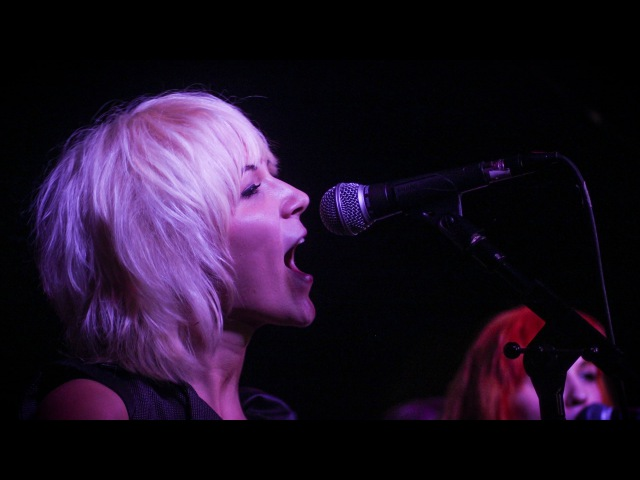 Johnny B. Goode - MonaLisa Twins (Chuck Berry Cover) live!