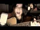 Девушка с очень красивым голосом поет песню из скайрима