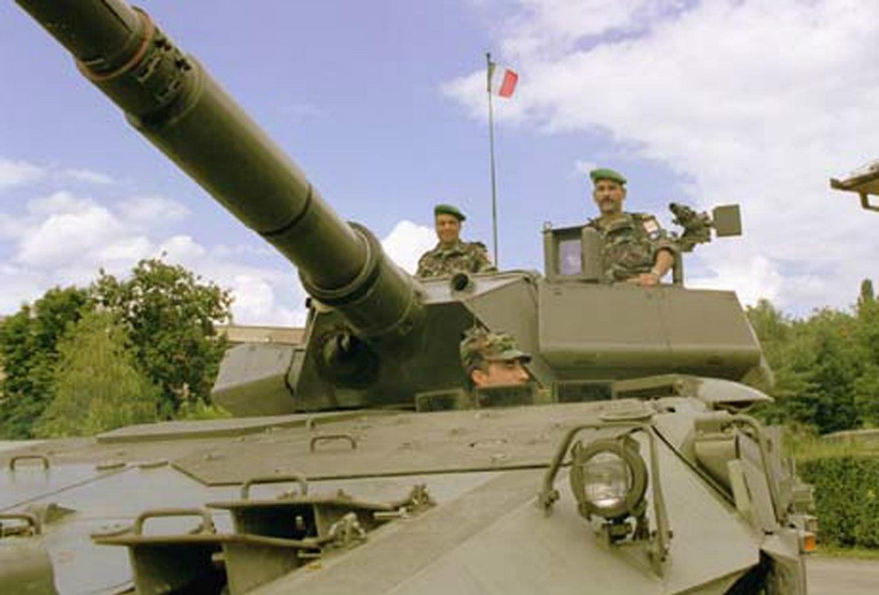 Photos de nos soldats et des Bases Marocaines - Page 2 LNLZ4nQZwC4