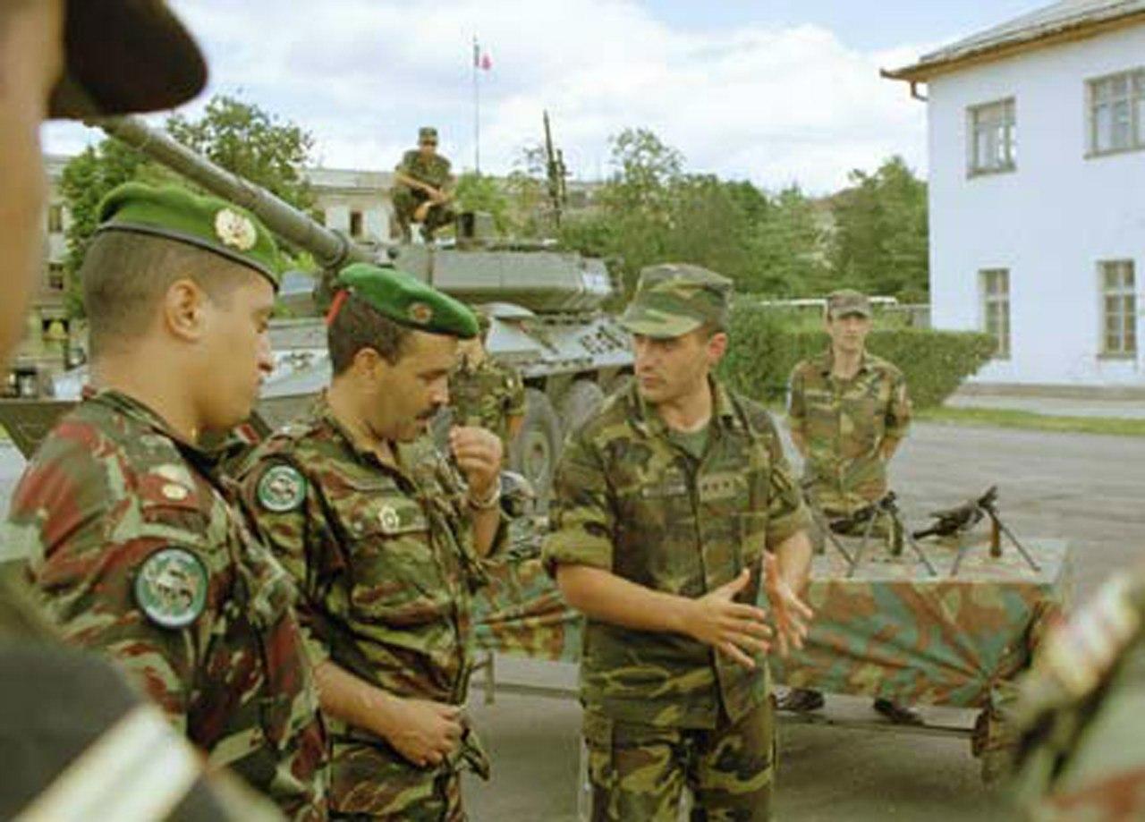 Photos de nos soldats et des Bases Marocaines - Page 2 AMxeVE3GBgo