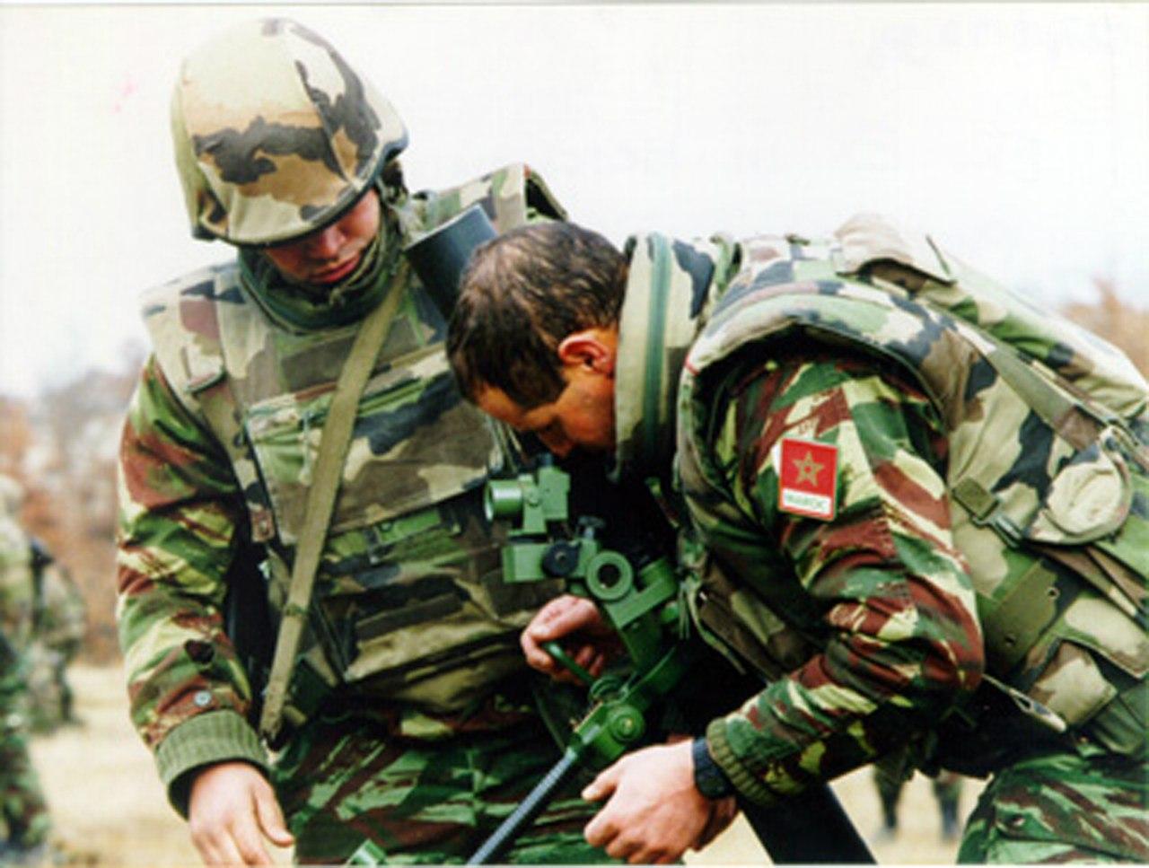 Photos de nos soldats et des Bases Marocaines - Page 2 CX-e3DAefMw