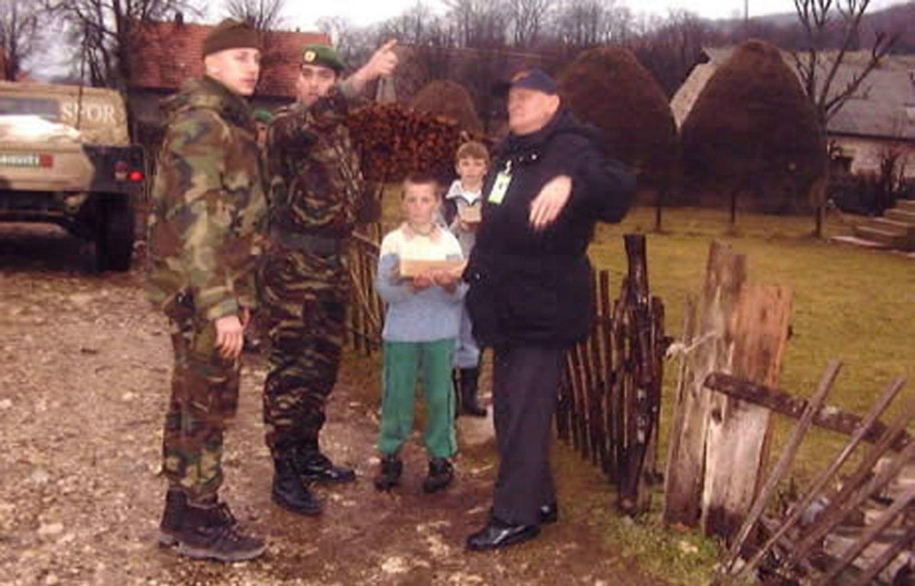 Photos de nos soldats et des Bases Marocaines - Page 2 GHkoAIQ5RfU