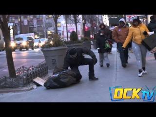 Замерзающий бездомный ребенок ( соц. эксперимент)
