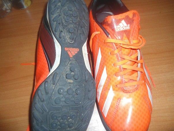 продаются мини-футбольные кросы, размер 41 1\3. Брат отбегал один сезо