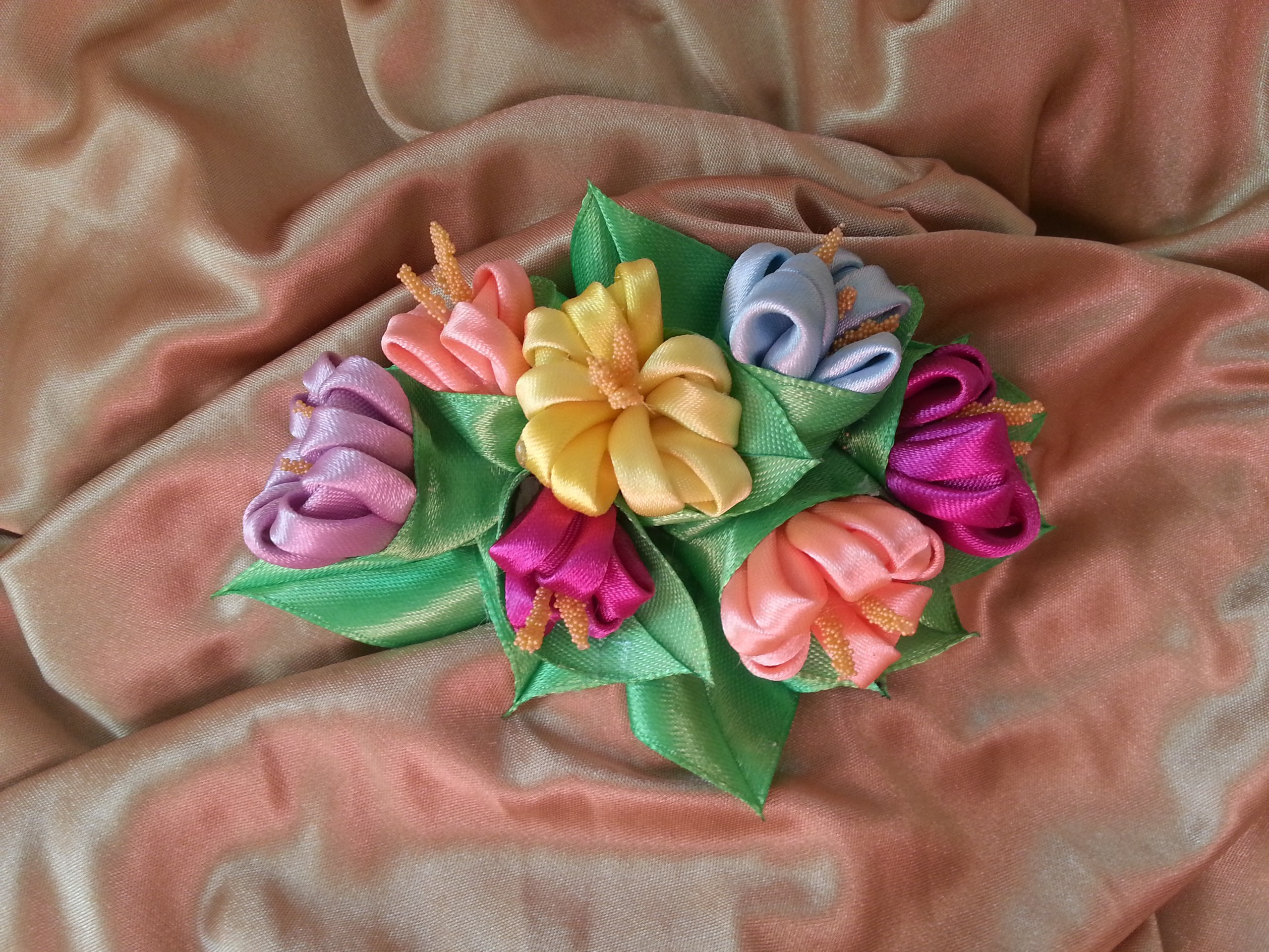 Как сделать цветы из шелковых лент