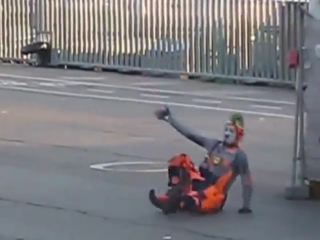 Уличный клоун в Барселоне