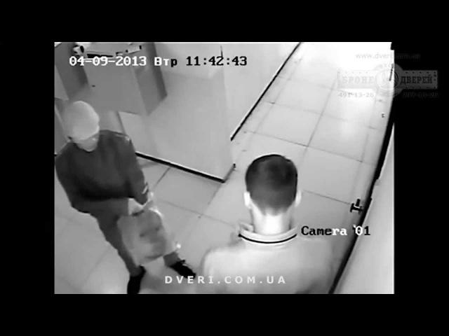 Домушники, взлом двери с цилиндровым замком, ограбление квартиры.