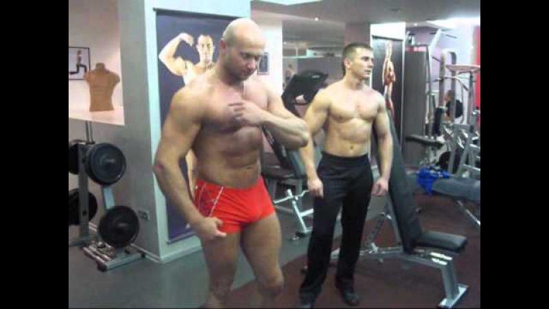 Подъем гантелей стоя перед собой для груди. Как накачать грудные мышцы видео