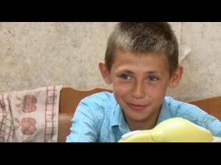 В свои 13 лет он уже курит, пьет и бьет бомжей. Дорогая, мы убиваем детей.