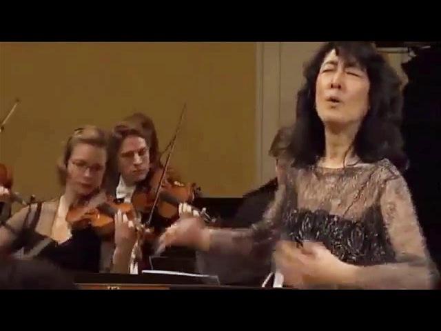 MITSUKO UCHIDA - MOZART Piano Concerto 20 in D minor - Camerata Salzburg