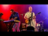 Hot Chip - Dancing in the Dark (T in the Park 2015)