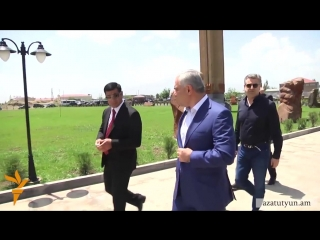 Президент Армении Серж Саргсян и премьер-министр Овик Абраамян на открытии церкви в Арташате 30 мая 2015 года
