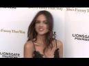 El escote de Eiza González roba miradas en la premiere de She's Funny That Way