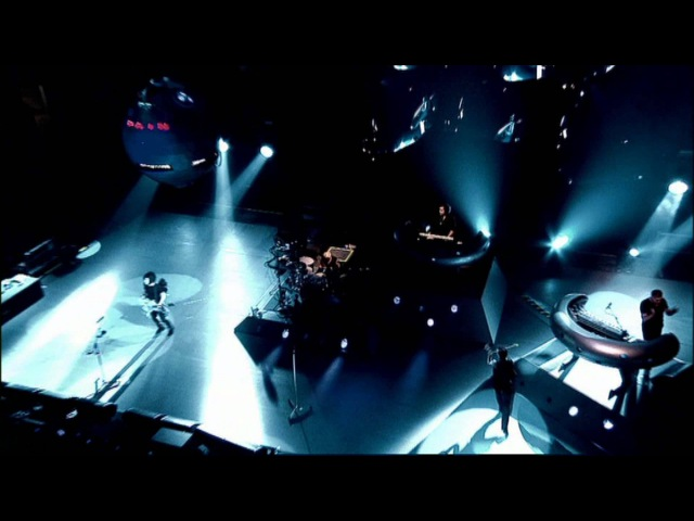 Depeche Mode - Walking In My Shoes (Touring The Angel - Live in Milan)