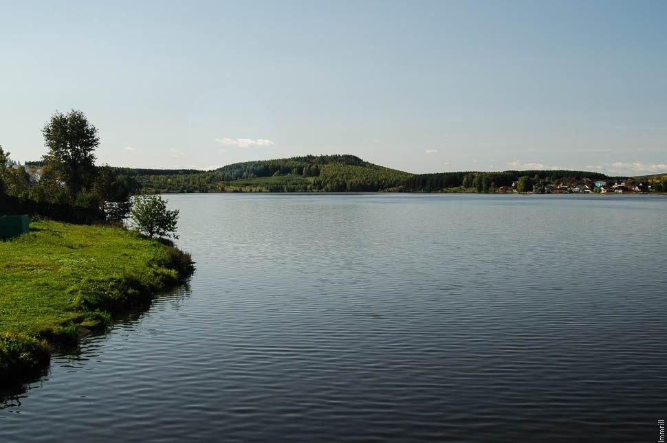 Верхнетуринский пруд. Вид на Сопку Ермака