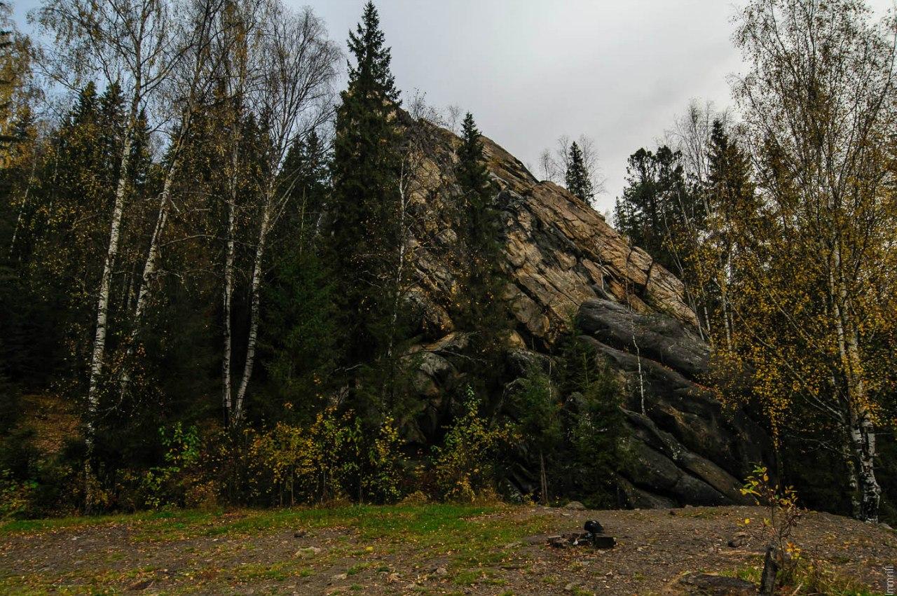 Шумихинские скалы на реке Усьва