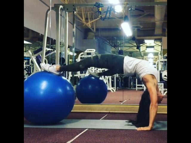 """Carmel Rodriguez on Instagram Strength and flexability using a stabilityball or fitball to do glute rollups Keeping the hands off the floor forces you to use…"""""""