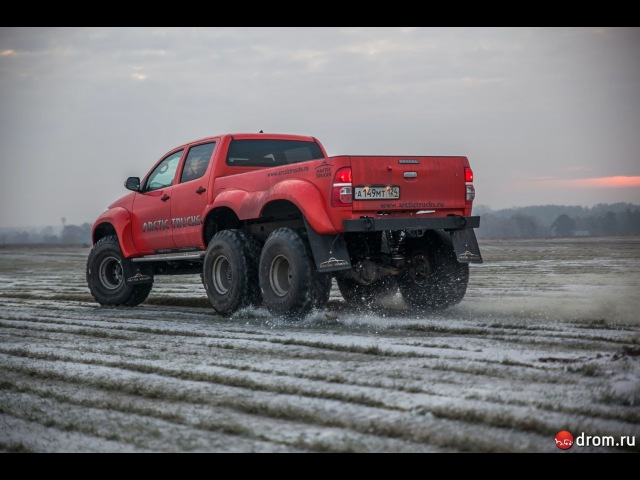 Toyota Hilux Arctic Trucks 6x6, тест-драйв
