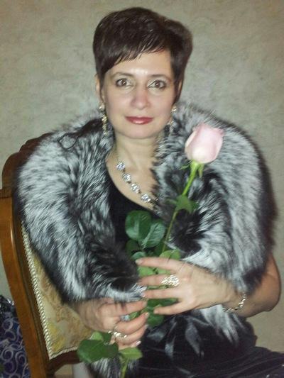 Натали Водинова