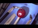 Робот-хирург Да Винчи пришивает обратно кожицу виноградины HD