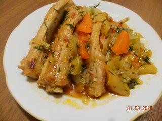 Свиные рёбрышки с овощами в красном кисло-сладком соусе. Мясные блюда.