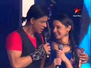 Khushi Sanaya Irani Dance with Shahrukh Khan Full HD