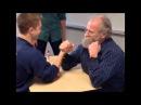 Садись, два! препод борются на руках учеником махач армреслинг драка пизделка мо