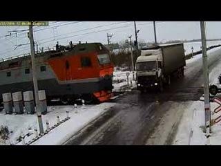 Крушение поезда с фурой в Казахстане на переезде.