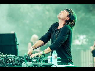 Axwell @ BCM Planet Dance playing
